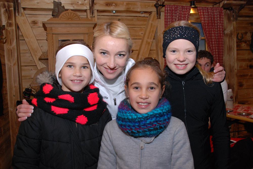 2014 Besuch Aljona – Unsere Mädels mit Aljona